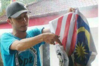 Bendera terbalik Indonesia begitu viral di ajang olahraga SEA Games. Geram dengan bendera terbalik, pemuda ini bakar bendera Malaysia