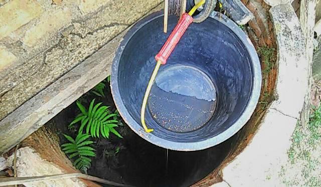 Intensitas hujan di beberapa wilayah di Singkut, turun drastis. Warga pun mulai gelisah, lantaran air sumur mulai susut dan