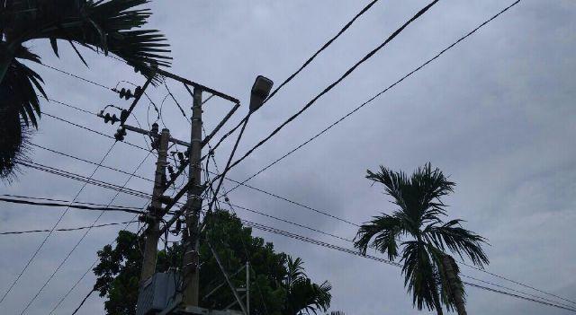 Warga Desa Sekernan, Kecamatan Sekernan mengeluhkan Lampu Penerangan Jalan Umum (LPJU) yang hampir 3 bulan belakangan ini.