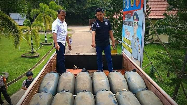 Ribuan liter solar dari Musi Banyuasin, diamankan Polres Muarojambi, Selasa 3 April 2018 dinihari. 3 orang turut diamankan
