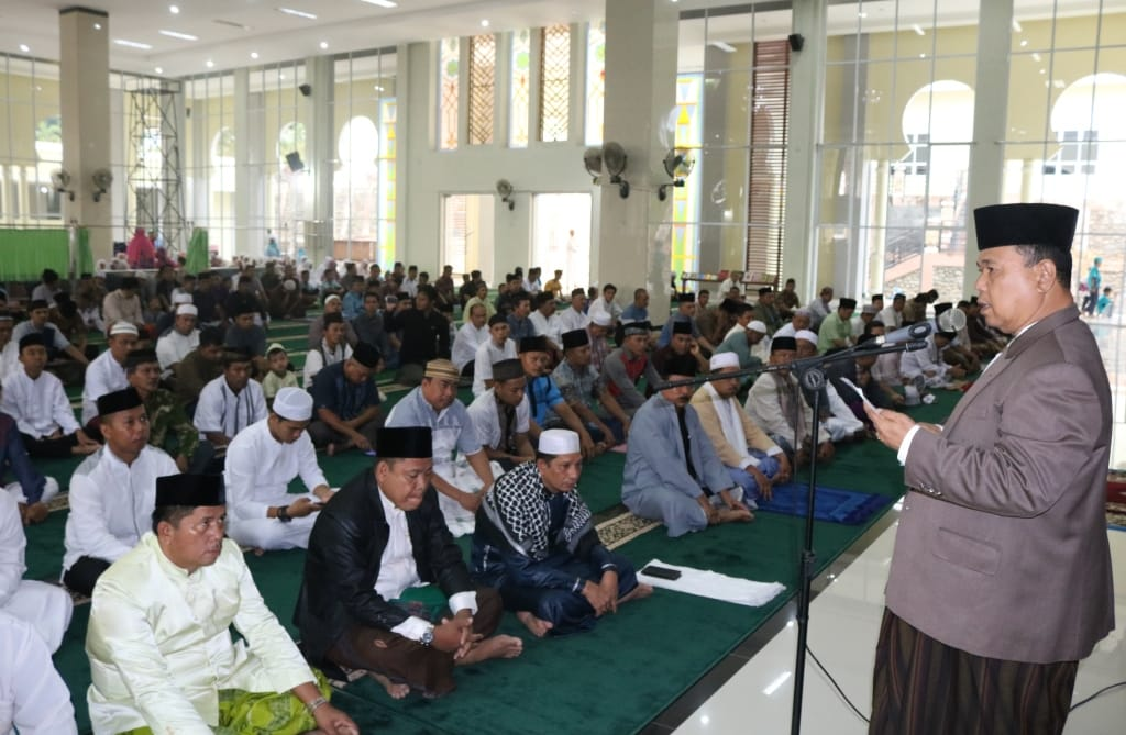 Shalat Idul Adha Bersama Warga, PLH Bupati Merangin Ajak Makmurkan Mesjid
