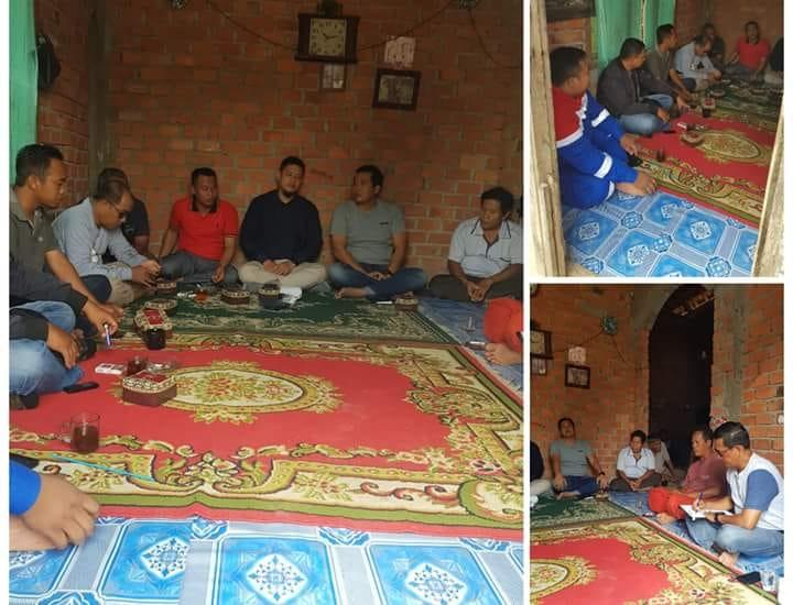 Sempat tertunda, warga Desa Talang Belido, Kecamatan Sungai Gelam, Minggu (30/09) duduk bersama Pertamina EP Jambi setelah aksi blokir jalan.