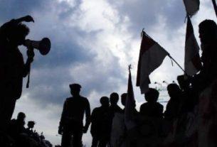 Lagi puluhan mahasiswa HMI gelar unjuk rasa terkait aturan Pemilu 2019 mendatang di kawasan kantor gubernur Jambi, Senin (17/9/18).