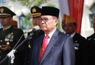 Pelaksana Tugas Gubernur Jambi, H Fachrori Umar Pimpin Upacara peringatan Hari Pahlawan di Lapangan Kantor Gubernur, Sabtu (10/11/2018).