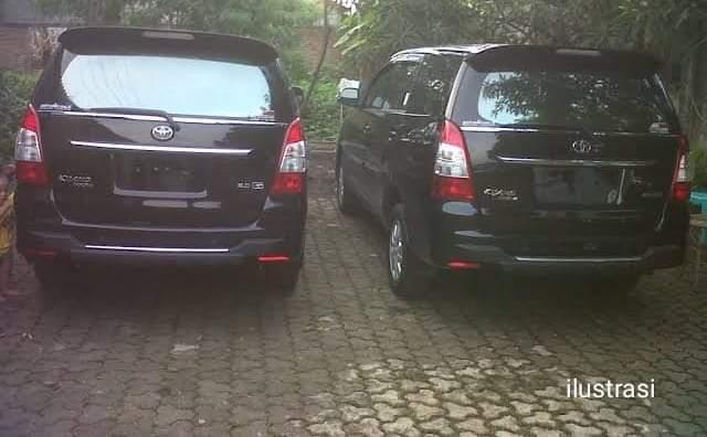 sepasang kekasih diduga berbuat mesum dalam sebuah mobil Innova di tempat parkiran kantor Bupati Kabupaten Jeneponto, Selasa, 12 Maret 2019.