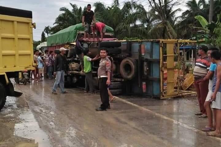 Kecelakaan lalu lintas di Jalan Lintas Sumatera tepatnya di Kecamatan Pamenang, Kabupaten Merangin, Rabu (24/04/2019). 1 orang meninggal ditempat, pada peristiwa pagi sekira pukul 07.30 Wib.