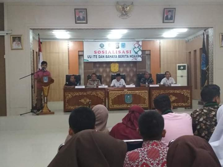 Ramadhan, Ketua Panitia Sosialisasi UU ITE dan Bahaya Berita Hoax memberikan sambutan, Selasa (17/07/2019) di Ruang Pola Kantor Bupati Merangin.