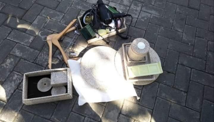 Beredar di media sosial rekaman video turis yang ketahuan mencuri barang-barang di tempatnya menginap. Di ketahui, turis asal India itu, curi di Villa Royal Purnama yang terletak di Jalan Pantai Purnama Sukawati Kabupaten Gianyar, Provinsi Bali pada Jumat (26/7).