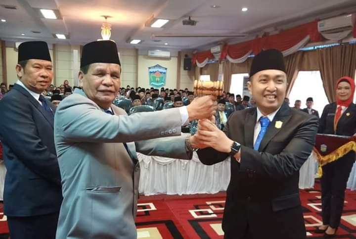 Aspar Nasir bersama Fikar Azami, Ketua DPRD Periode 2019-2024 saat pelantikan DPRD, Rabu (28/08/2019)