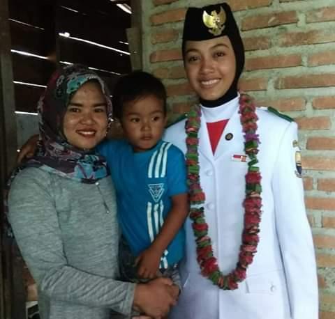 Suci Ayuni, Anggota Paskibra dari Kecamatan VII, Koto Ilir, Kabupaten Tebo, Provinsi Jambi yang ikut kibarkan bendera di istana Negara Jakarta.
