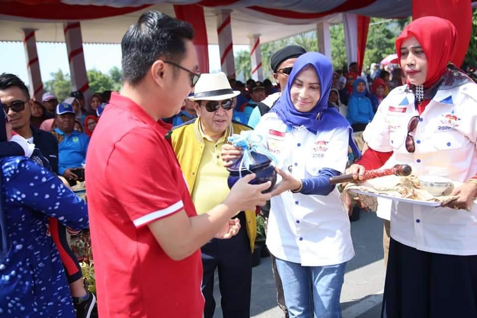 Berbagai acara digelar menyambut HUT RI di Kota Sungai Penuh, Minggu (18/08/2019). Tampak Ketua DPRD dan Walkota Sungai Penuh. Foto : Jul