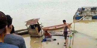 Setelah 2 hari pencarian, warga dan Tim SAR, Selasa (13/08/2019) berhasil menemukan Toni, warga Sekernan, Muaro Jambi, Provinsi Jambi yang tenggelam di Sungai Batanghari. Foto : Udin.