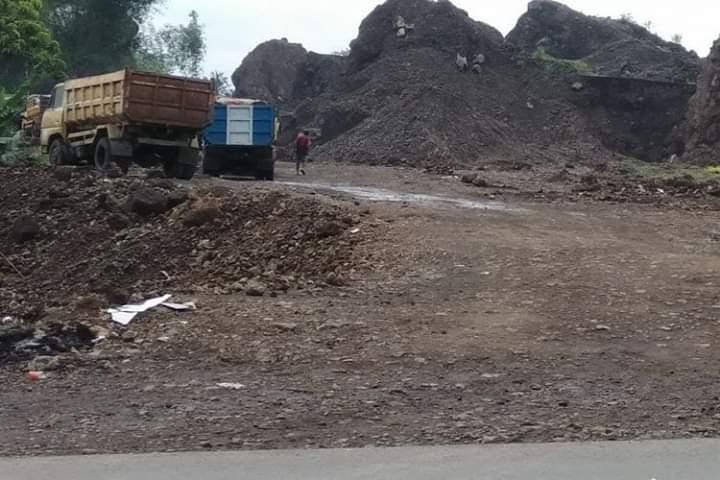 Galian C di Desa Malapari, Kecamatan MuaroBulian, Kabupaten Batanghari. Kades diduga mengeluarkan izin galian tersebut.