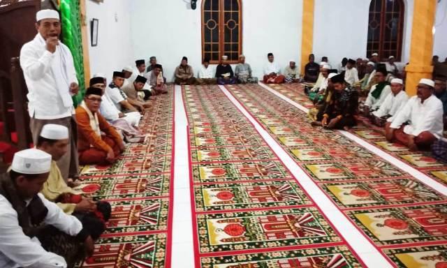 Wabup Merangin, Mashuri saat Gerakan Subuh di Tabir Ulu, Kabupaten Merangin, Provinsi Jambi, Jumat (16/08/2019)