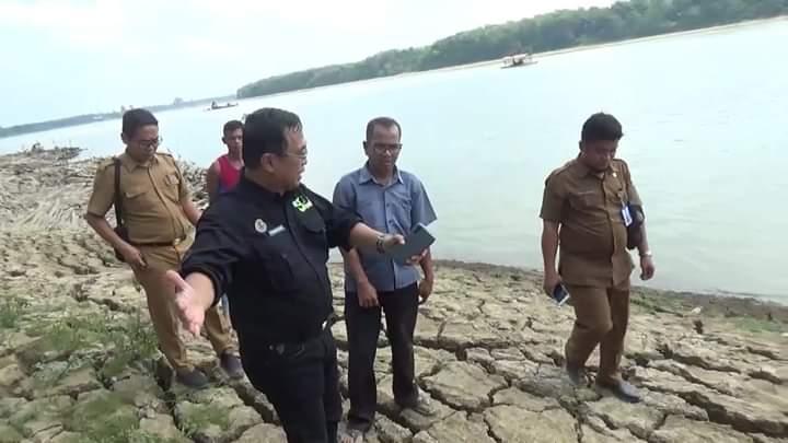 Kadis DLH turun setelah warga mendatangi kantornya atas aktivitas tambang pasir