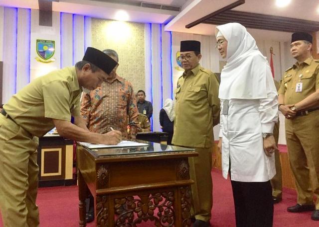 Wabup Mashuri, Senin (26/08/2019) di Kantor Gubernur Jambi menandatangani kesepakatan bersama Gubernur dan Dirjen Pajak untuk Optimalisasi penerimaan pajak.
