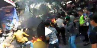 Peristiwa mengenaskan saat aksi demo mahasiswa Cianjur, Kamis (15/08/2019) viral. 17 mahasiswa ditangkap atas kejadian ini