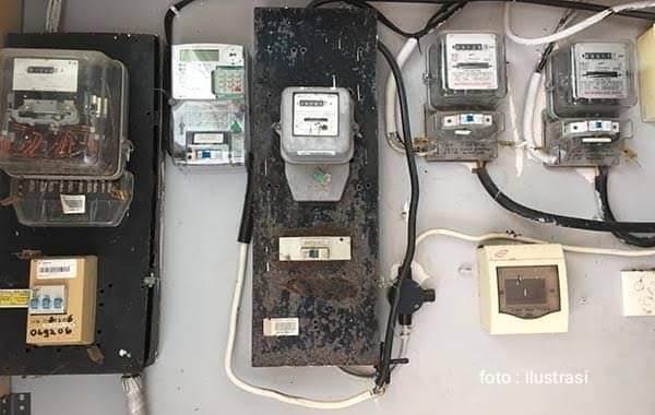 Seorang pria nekat memutus arus listrik kantor polisi setela ia ditilang. Foto : Ilustrasi