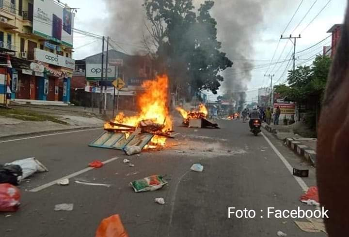 Lebih seribu massa bergerak ke Kantor Gubernur Papua.