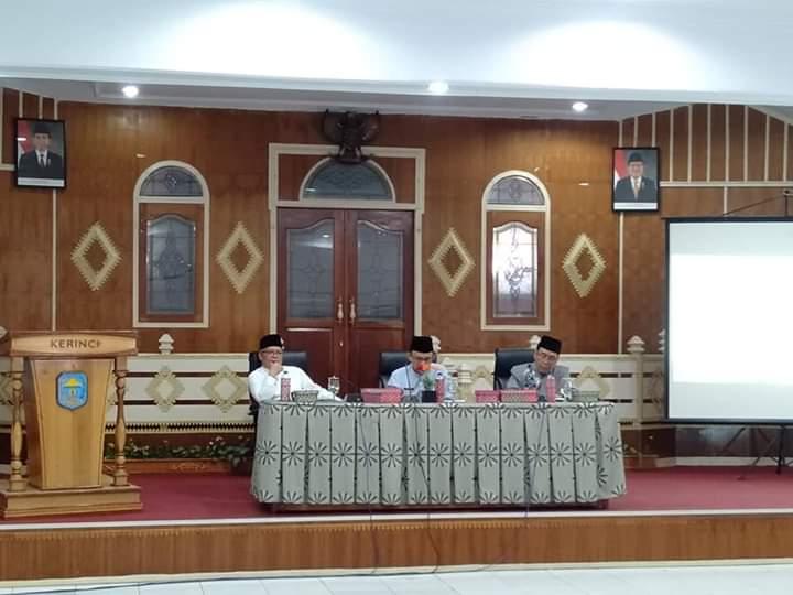 Bupati Adirozal, Wakil Bupati Kerinci, Sekretaris Daerah, Forkopimda, Camat, Kepala Desa dan OPD terkait di Ruang pola Kantor Bupati Kerinci, Jumat (13/09/2019) memantapkan persiapan Tour de Singkarak.