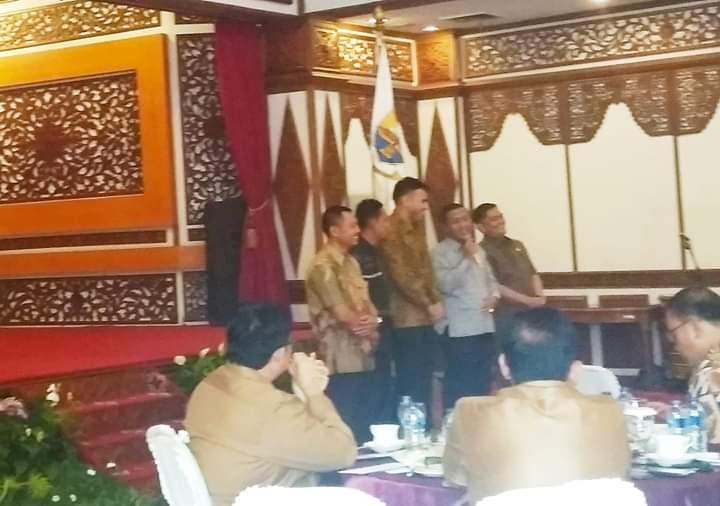 Saat anggota dewan dari Partai PKS memperkenalkan diri di Coffe Morning bersama Gubernur Jambi, Selasa (10/09/2019) pagi. Periode 2019-2024, PKS memilik 5 anggota dewan dari sebelumnya 3. Periode ini, PKS menjadi fraksi sendiri