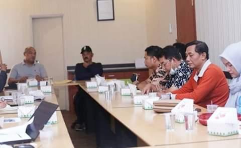 Kepala Dinas PUPR Provinsi, Fauzi memimpin rapat bersama pemerintahan kecamatan dan tokoh masyarakat terkait pembangunan fly over, Jumat (13/09/2019)