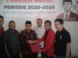 Saat Fachrori ambil formulir di DPD PDIP yang beralamat di Haji Kamil, Talang Banjar, Kota Jambi, Kamis (19/09/2019) sekitar pukul 16.00 Wib bersama tim.