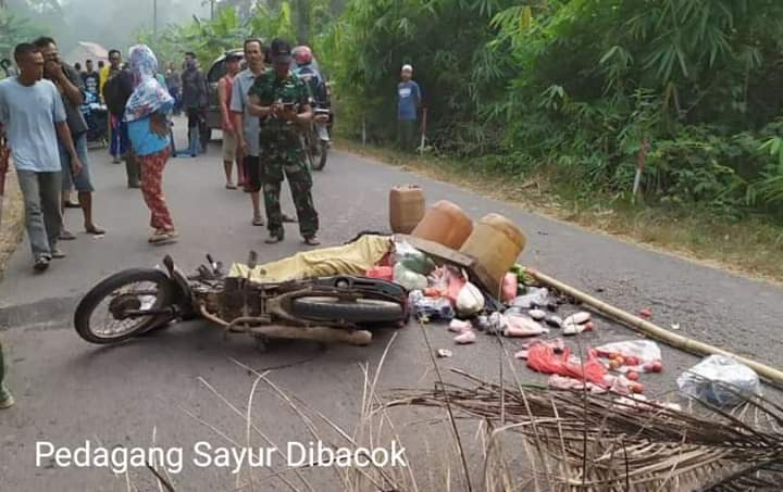 Seorang pedagang sayur ditemukan Bersimbah darah, Senin (09/09/2019) pagi di jalan Kumpeh Ulu Tatik, diduga dibacok orang tak waras