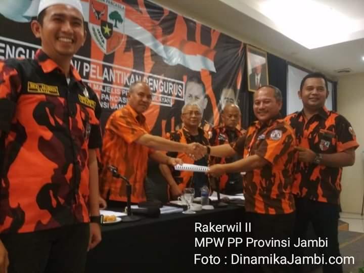 Bertempat di Wiltop Hotel, Kota Jambi, Minggu (15/09/2019) diputuskan program kerja MPW PP Provinsi Jambi dari 3 komisi yang dibentuk. Tampak Ketua Komisi B, Aidi Hatta memberikan hasil rekom pada dewan.