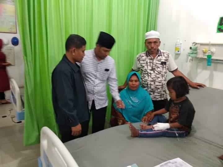 Revi Julianti mendapatkan bantuan Rp 25 juta. Anak dari Desa Pelawan Jaya ini tengah viral lantaran penyakit kelainan jantung yang diidapnya.