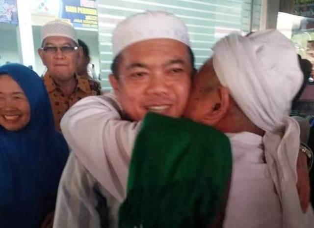 Begitu sampai di rumah dinas bupati Merangin setelah menempuh perjalanan udara dari Jakarta ke Bungo pada Kamis (5/9/2019) sekitar pukul 18.45 WIB, bupati langsung menggelar syukuran dan doa bersama anak yatim.
