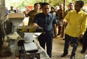 Bertempat di Lorong Pemuda RT.15 Kelurahan Teratai, Senin (9/9/2019) Bupati Batanghari hadiri penyerahan bantuan alat dan mesin untuk UMKM
