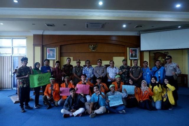 Sekda Batang Hari H Bakhtiar,SP mewakili Bupati Batang Hari pada Kamis (26/09) pagi, bertempat di Ruang Pola menyambut aksi demo.
