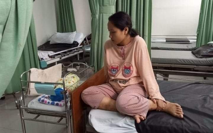 Tak mampu bayar, Ariska dan bayinya ditahan pihak rumah sakit.
