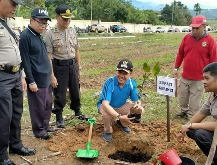 Bupati Kerinci Adirozal Hadiri Peringati Hari Sejuta Pohon Sedunia