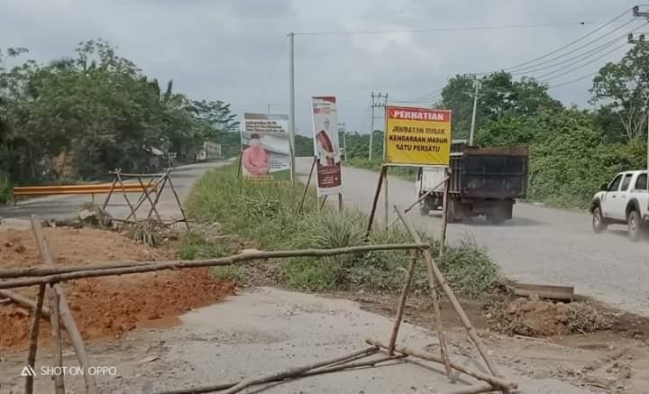 Jembatan Rusak, Warga Batanghari Ancam Akan Tutup Jalan Lintas