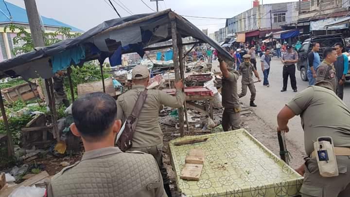 Ratusan Lapak PKL Disingkut Dibongkar Satpol PP