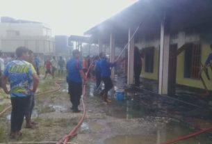 Kebakaran kembali terjadi. Kali ini, bedeng 4 pintu dilalap api di Kabupaten Merangin, Selasa (28/01/2020)