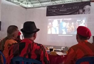 Suasana penuh emosional berlangsung saat pemutaran Film Dokumenter The Red BarRed, karya Agus Darmawan, Jumat (17/01/2020) siang di Markas MPW Pemuda Pancasila Provinsi Jambi.