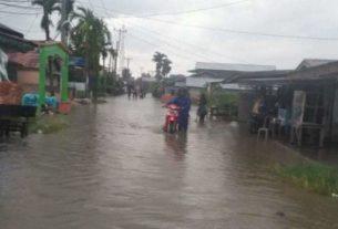 Banjir Genangi Jalan Dalam Kota, Aktivitas Warga Mandeg