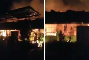 Kebakaran hebat, melanda SMA 8 Merangin, Jumat 07 Februari 2020. Kejadian sekitar pukul 01.00 Wib, hebohkan warga.