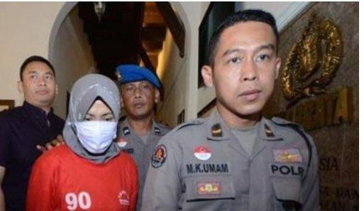 Setelah Hina Walikota, Ibu Ini Menangis Anaknya di Teror