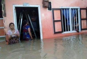 Hujan deras mengguyur sejak Sabtu (21/3/2020) sore membuat sejumlah titik banjir di Kota Jambi, dengan paling parah di kawasan Pattimura