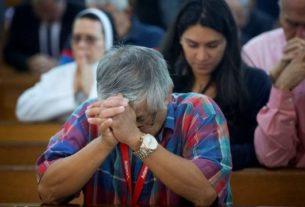 Virus Corona terus meningkat. Dampak corona, sebagian gereja di Jakarta mulai memberlakukan ibadah streaming mulai Minggu (15/3/2020).