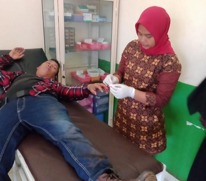 Kasus kekerasan kembali terjadi pada jurnalis saat menjalankan aktivitasnya di Sumatera Selatan. Tak terima wartawan di Sumsel ditabrak dan dipukuli, IWO desak polisi tangkap pelaku.