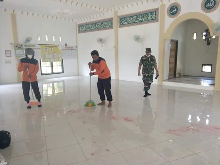 Cegah Corona, Masjid Al Muhajirin II Disemprotkan Disinfektan