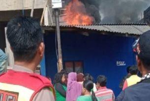 Tragis, 94 Kendaraan Karyawan PT Ini Ludes Terbakar