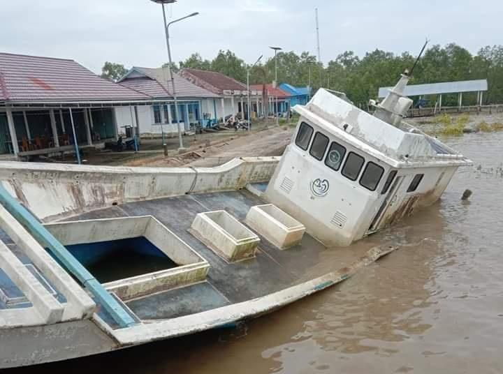 Kapal Bantuan Provinsi Dibiarkan Terbengkalai