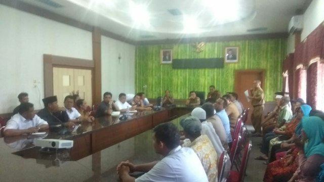Berlangsung alot, mediasi PT KDA dan masyarakat Kampung IV, Sarolangun digelar di ruang pola Kantor Bupati Sarolangun, Selasa (10/03/2020)