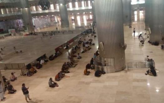 Masjid Istiqlal Stop Adakan Jum'atan, Warga Sholat Tanpa Imam